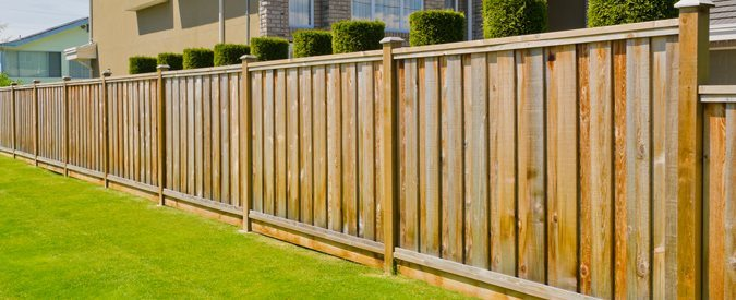 Ordinaire Wood Privacy Fences Tend To Cost Anywhere From About $10 To $30 Per Linear  Foot, Depending On The Type Of Wood. For A Backyard With 150 Linear Feet,  ...