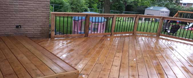 Compare how much a wood vs composite deck costs in 2018 for Redwood vs composite decking